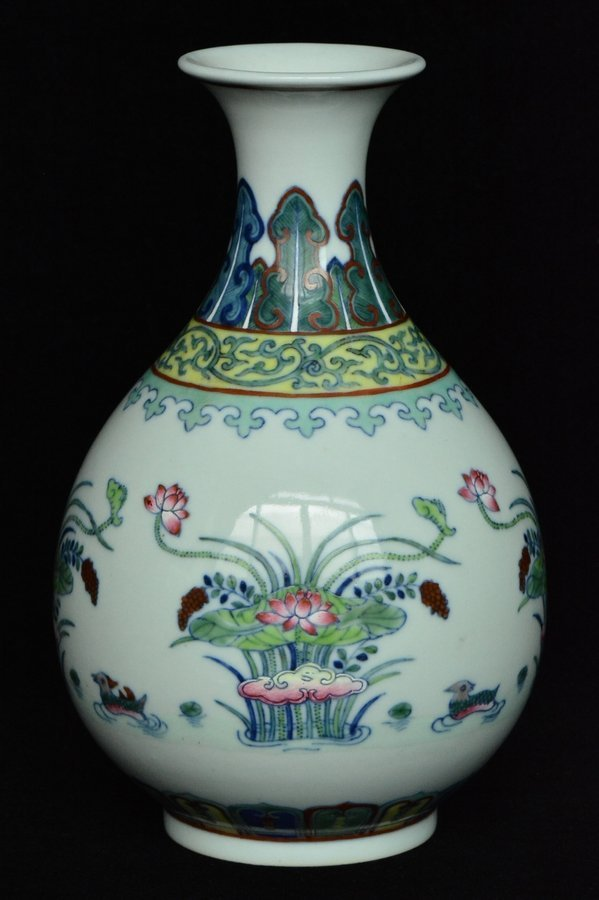 $1 Chinese Doucai Vase Qianlong Mark & Period Box