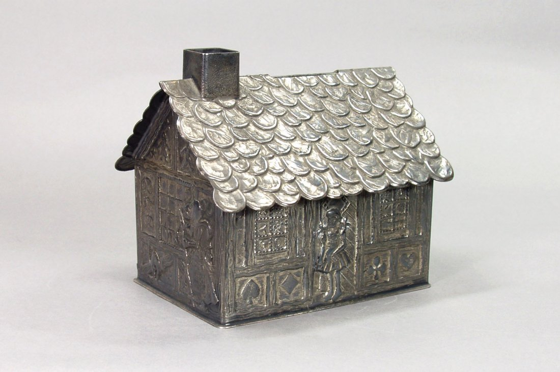 9: Gingerbread House - T