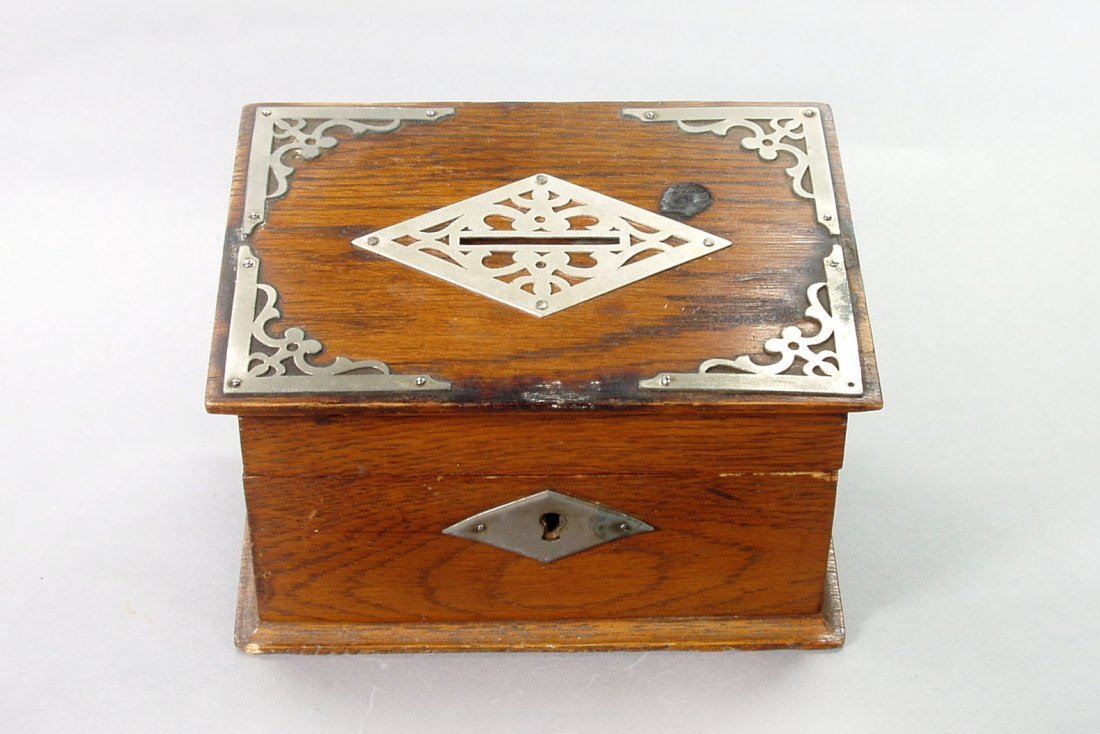 406: Box w/Metal Filigree Decoration - Wood / Metal