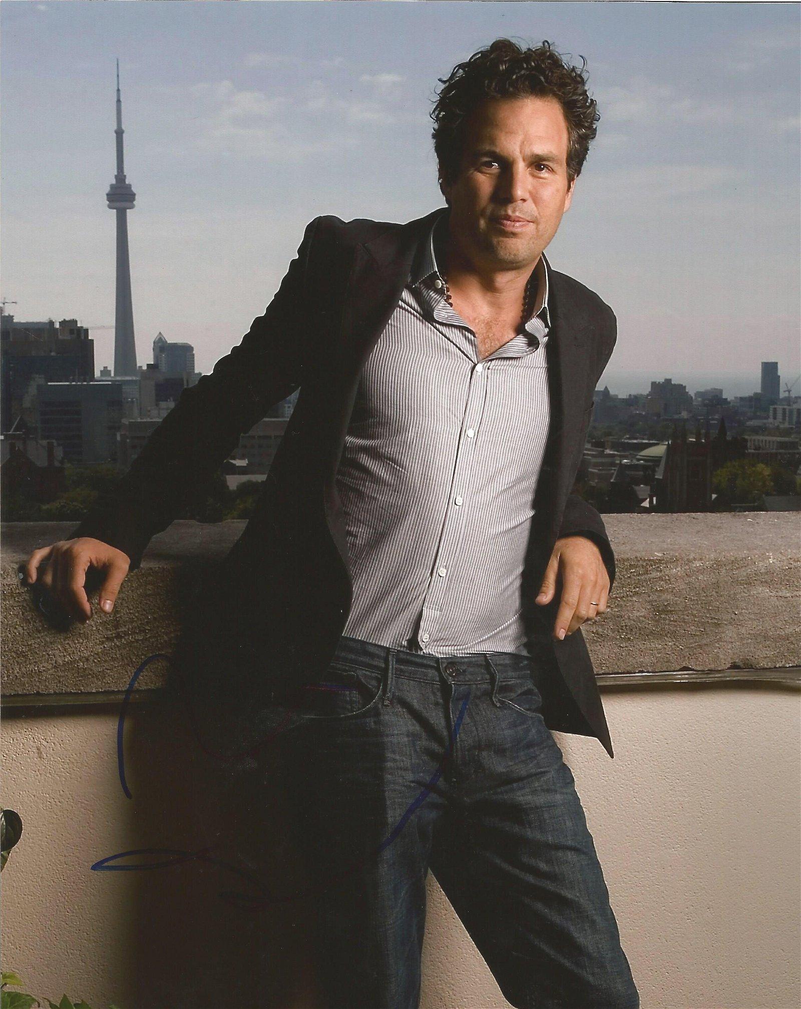 Mark Ruffalo signed 10 x 8 colour Photoshoot Portrait