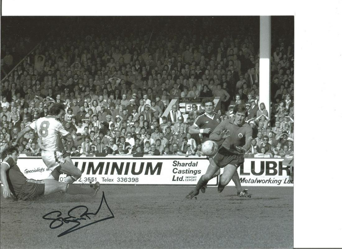 Stuart Pearson 10x8 Signed B/W Football Photo Pictured