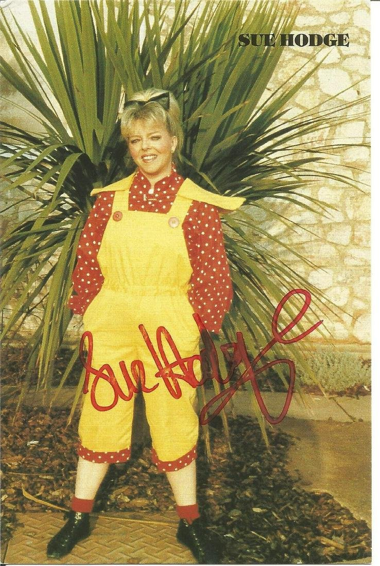 Sue Hodge signed 6x4 colour photo. Good Condition. All
