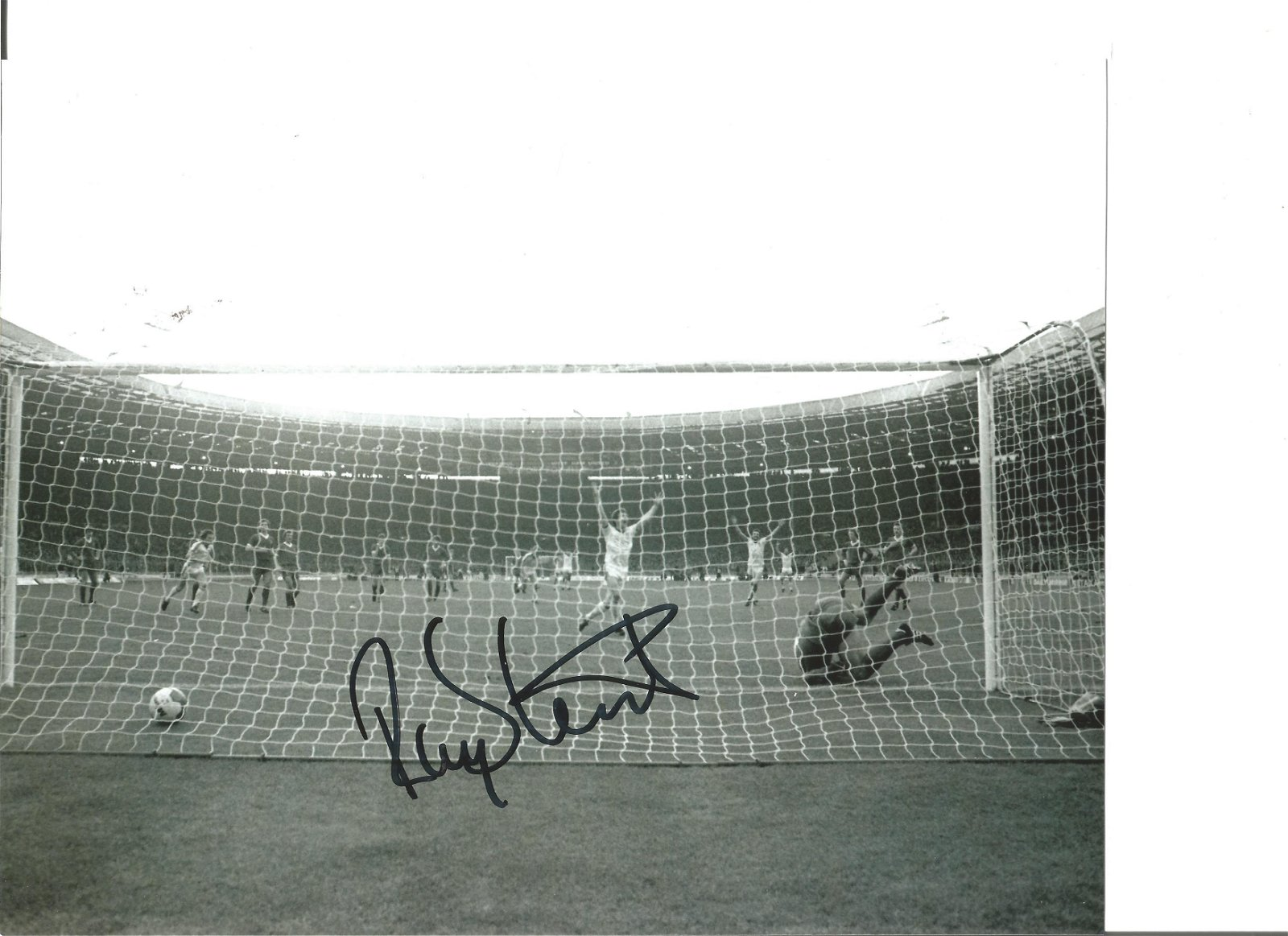 Football Ray Stewart 10x8 Signed B/W Photo Pictured