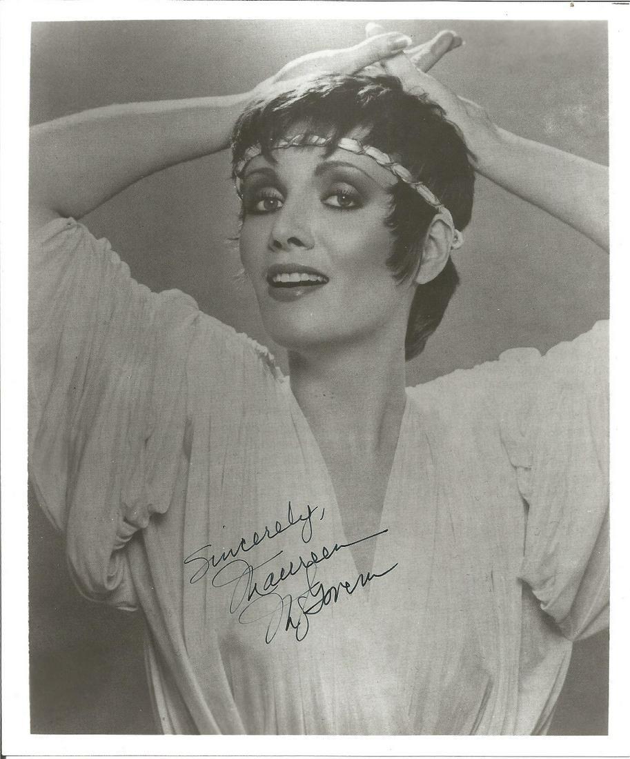 Maureen Mcgovern signed 10x8 black and white photo.