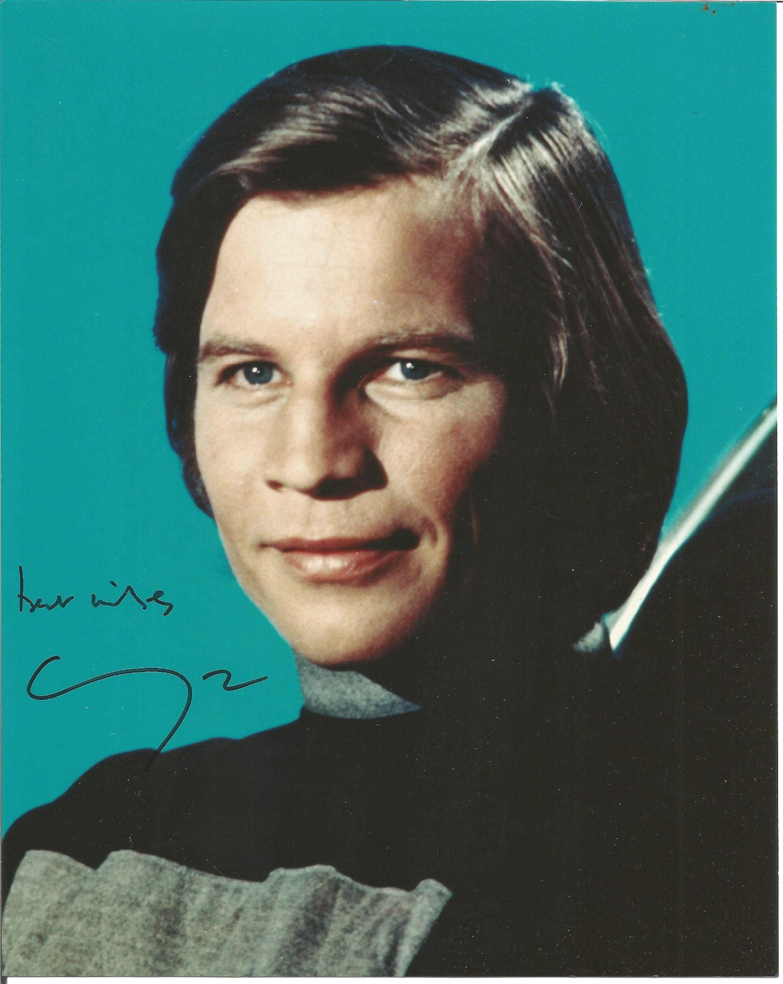 Michael York signed 10x8 inch colour photo, 27/03/1942