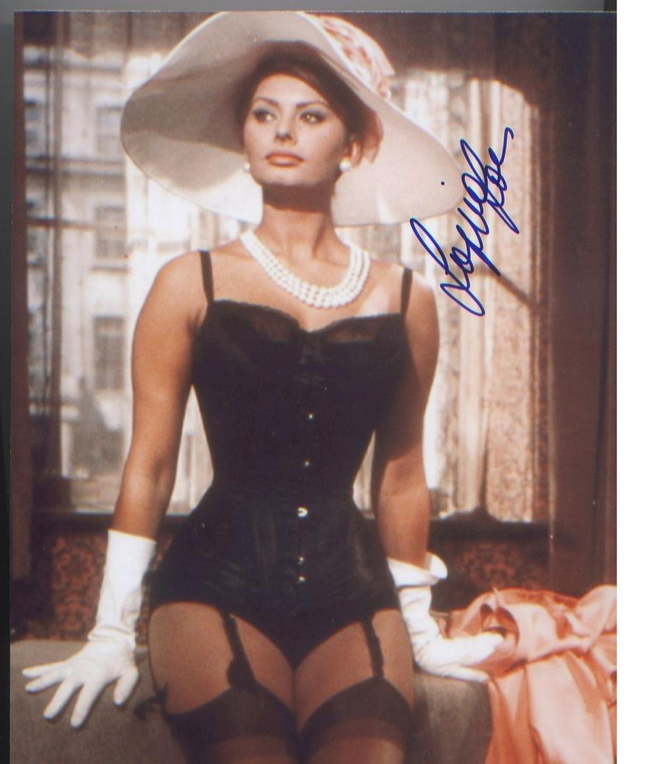 Sophia Loren signed 10 x 8 photo. Good Condition. All
