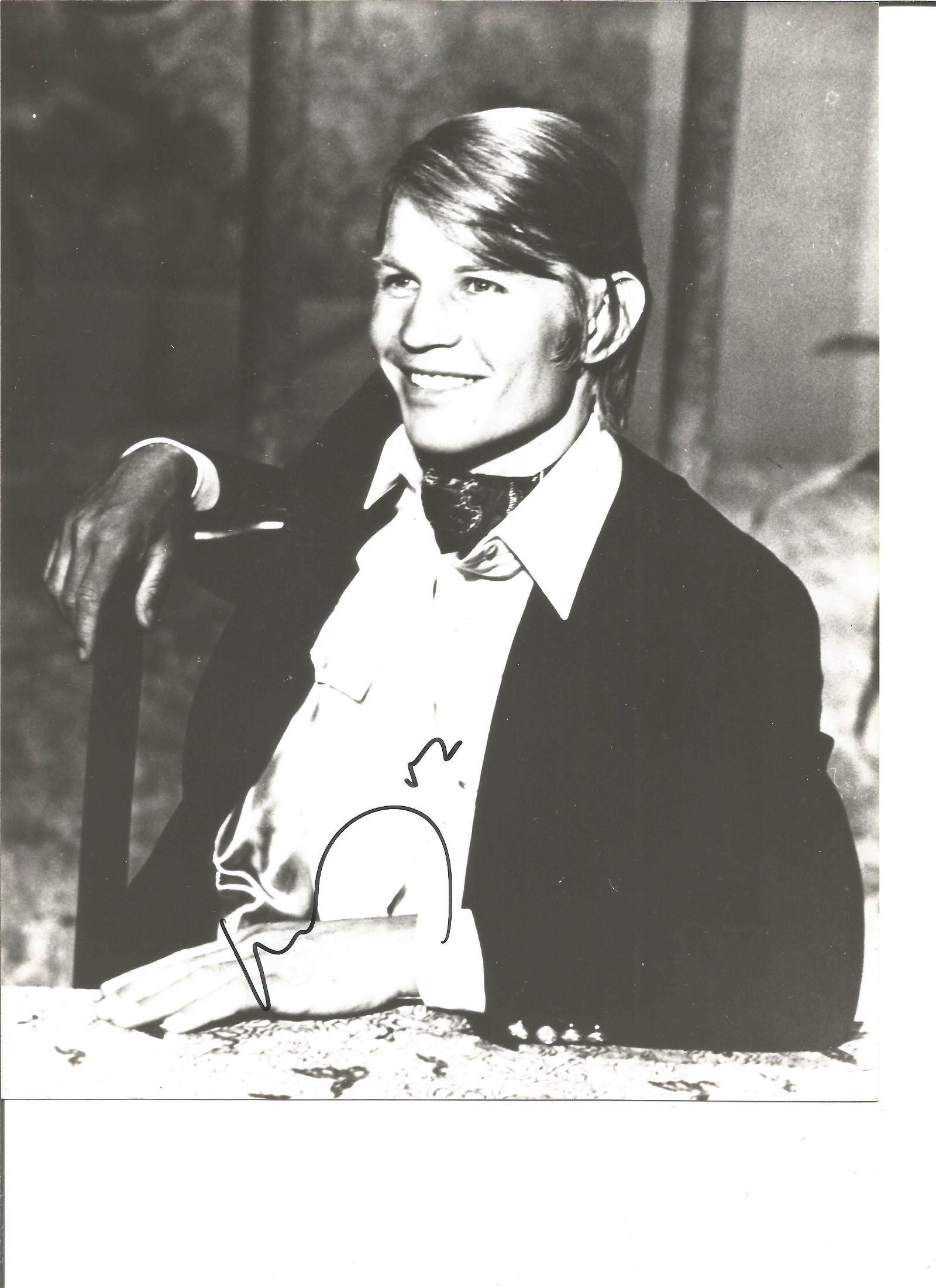 Michael York Actor Signed 8x10 Photo. Good Condition.