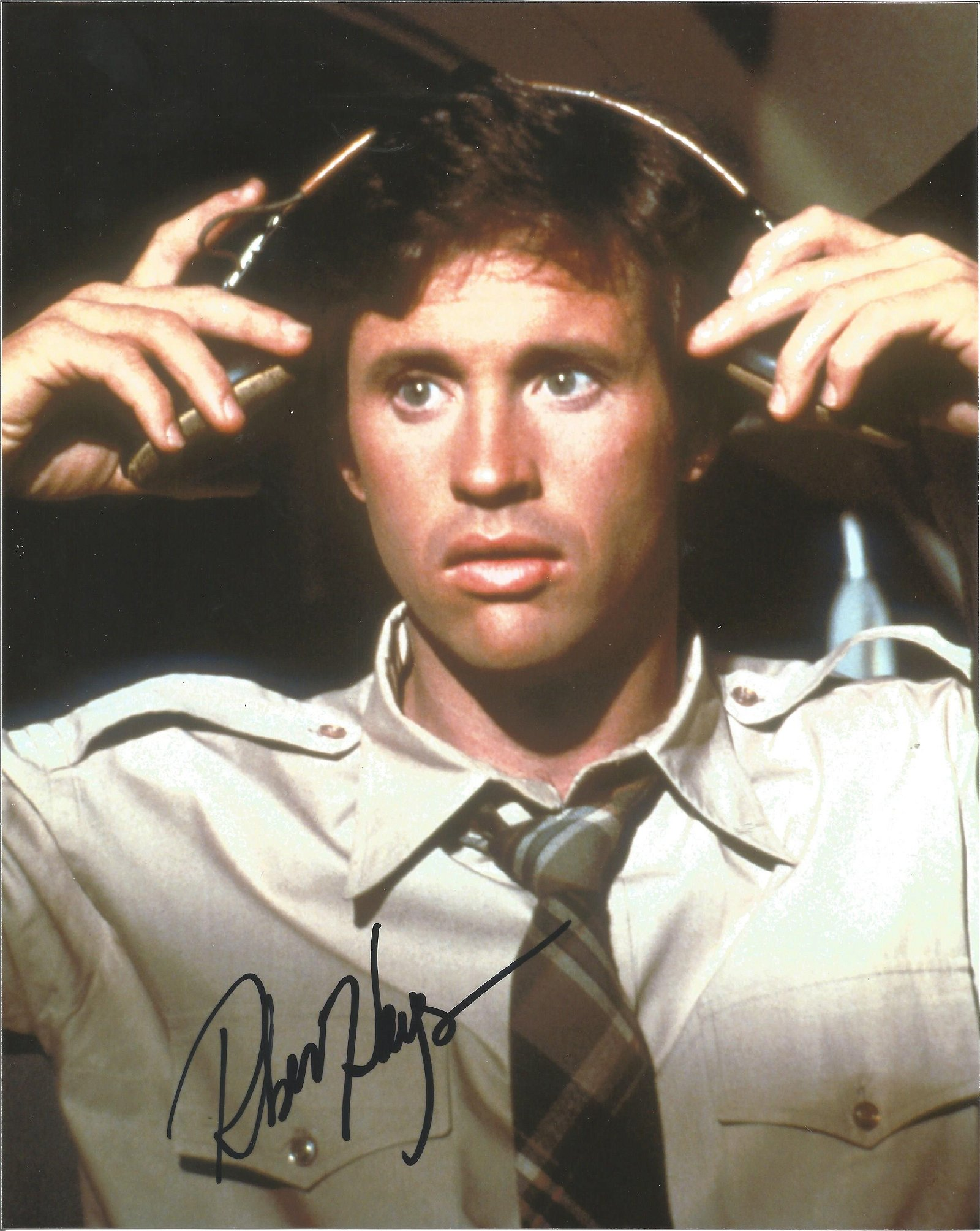 Robert Hays signed 10x8 colour photo. Good Condition.