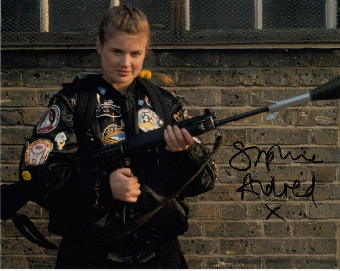 Blowout Sale! Sophie Aldred Dr. Who hand-signed 10x8