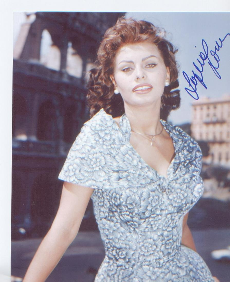 Sophia Loren signed 10 x 8 inch photo. Good Condition.