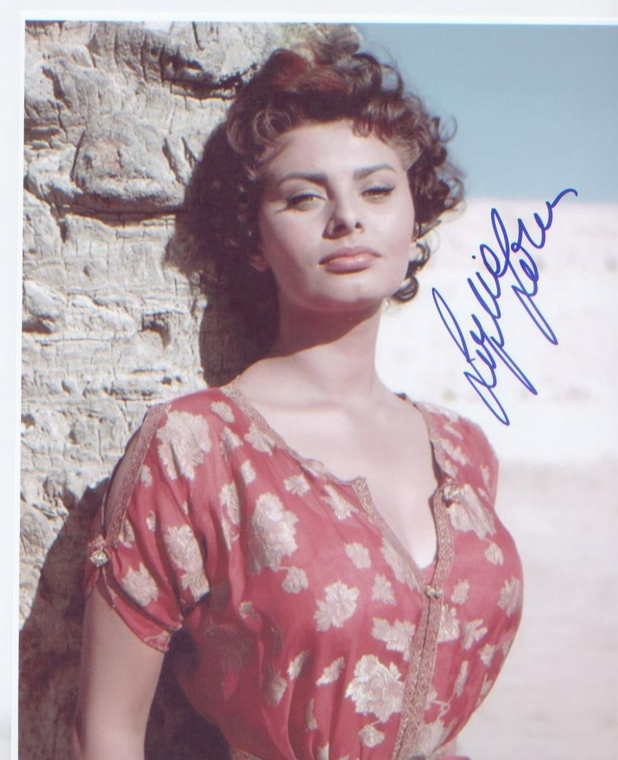 Sophia Loren signed 10 x 8 inch photo. Good Condition.