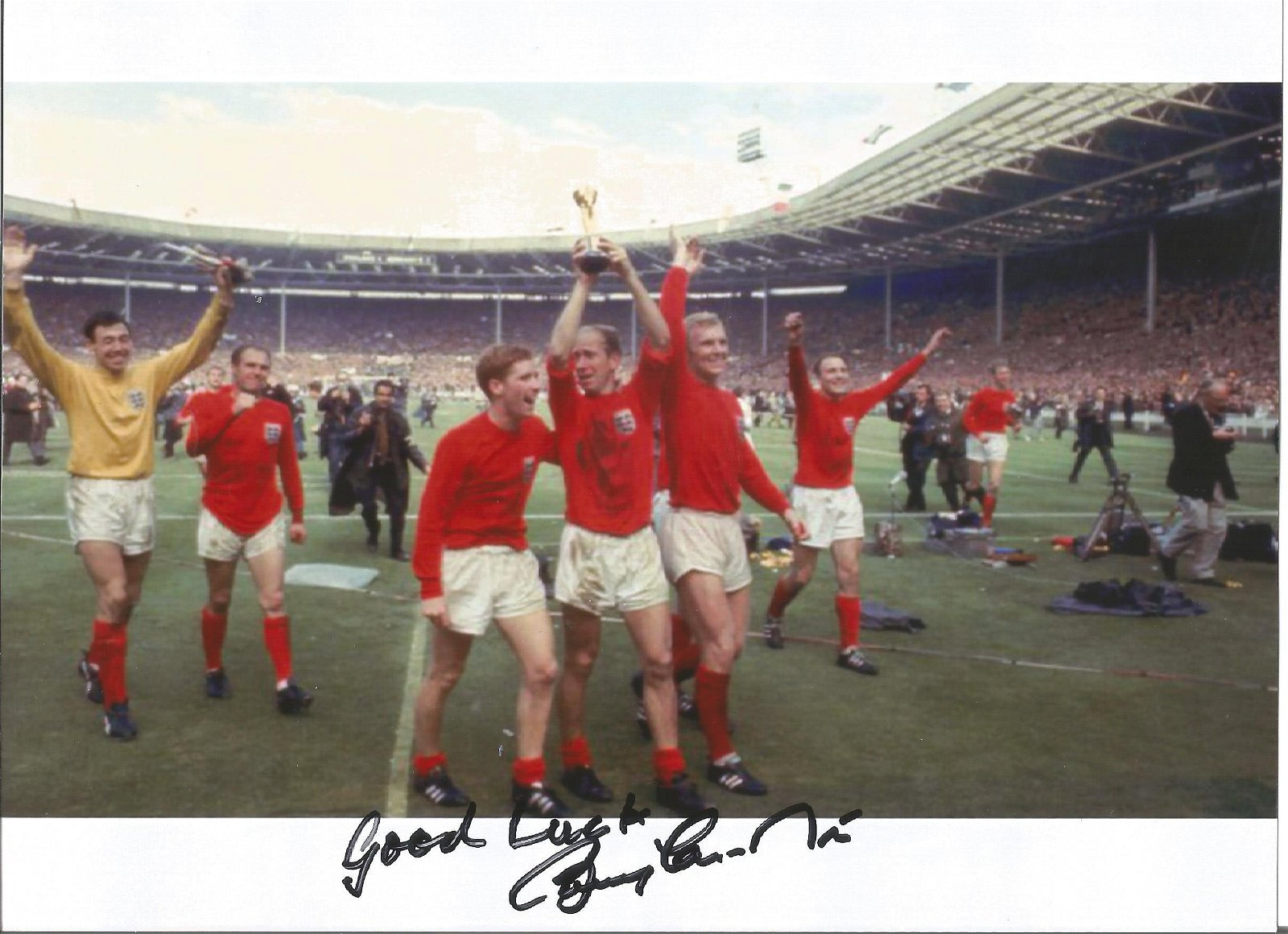 Bobby Charlton signed 8x6 colour photo pictured in