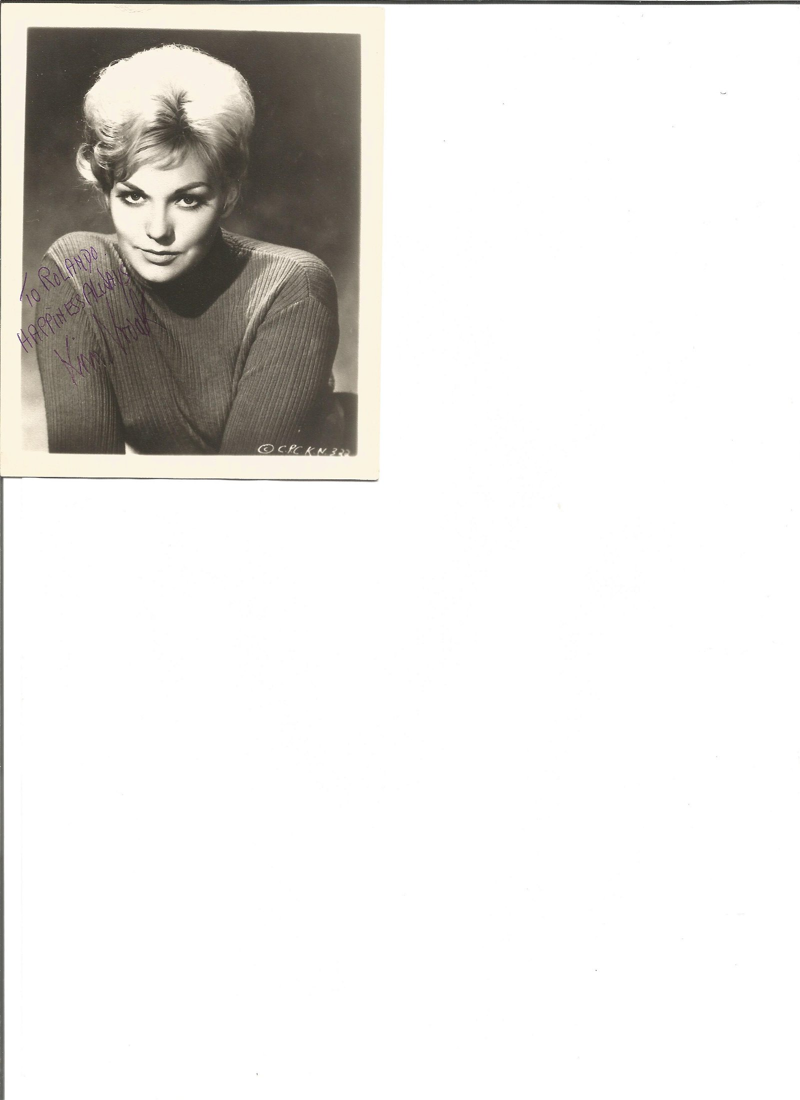 Kim Novak signed 4x4 black and white photo. American