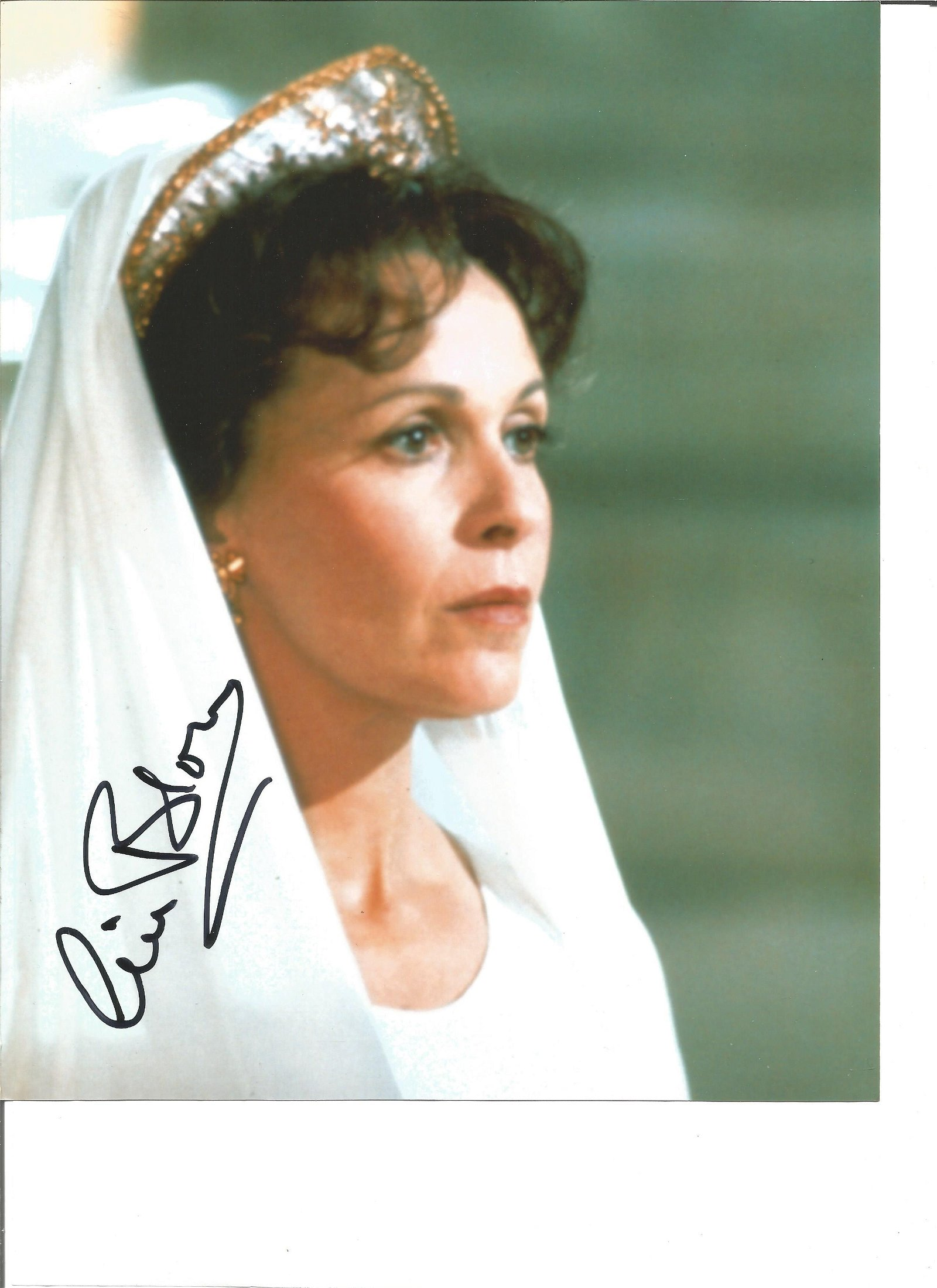 Claire Bloom signed 10x8 colour photo. Good Condition.