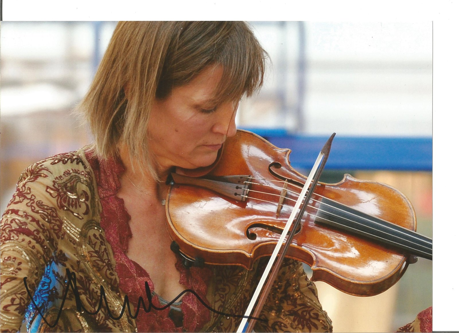 Viktoria Mullova signed 11x8 colour photo. Violinist.