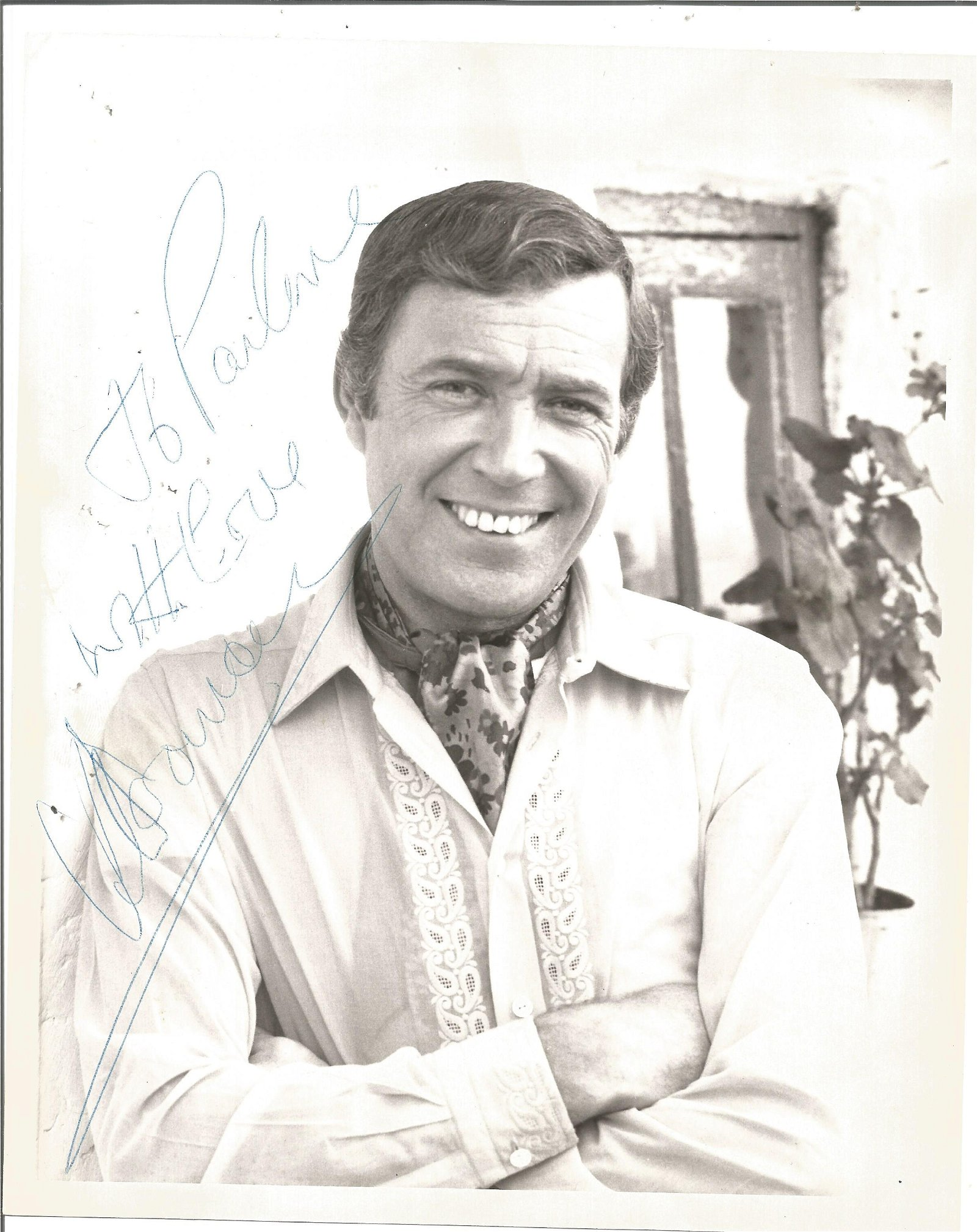 Val Doonican signed 10x8 black and white photo.