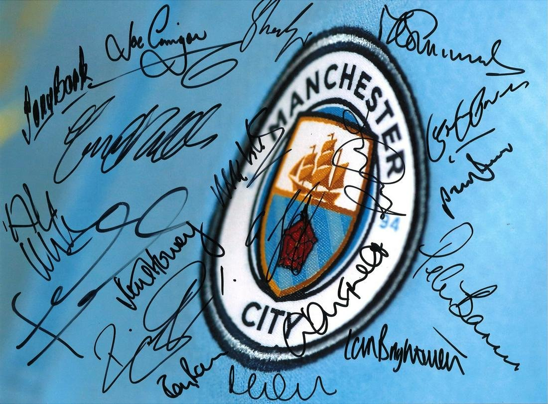 Manchester City 16 x 12 football photo signed by stars