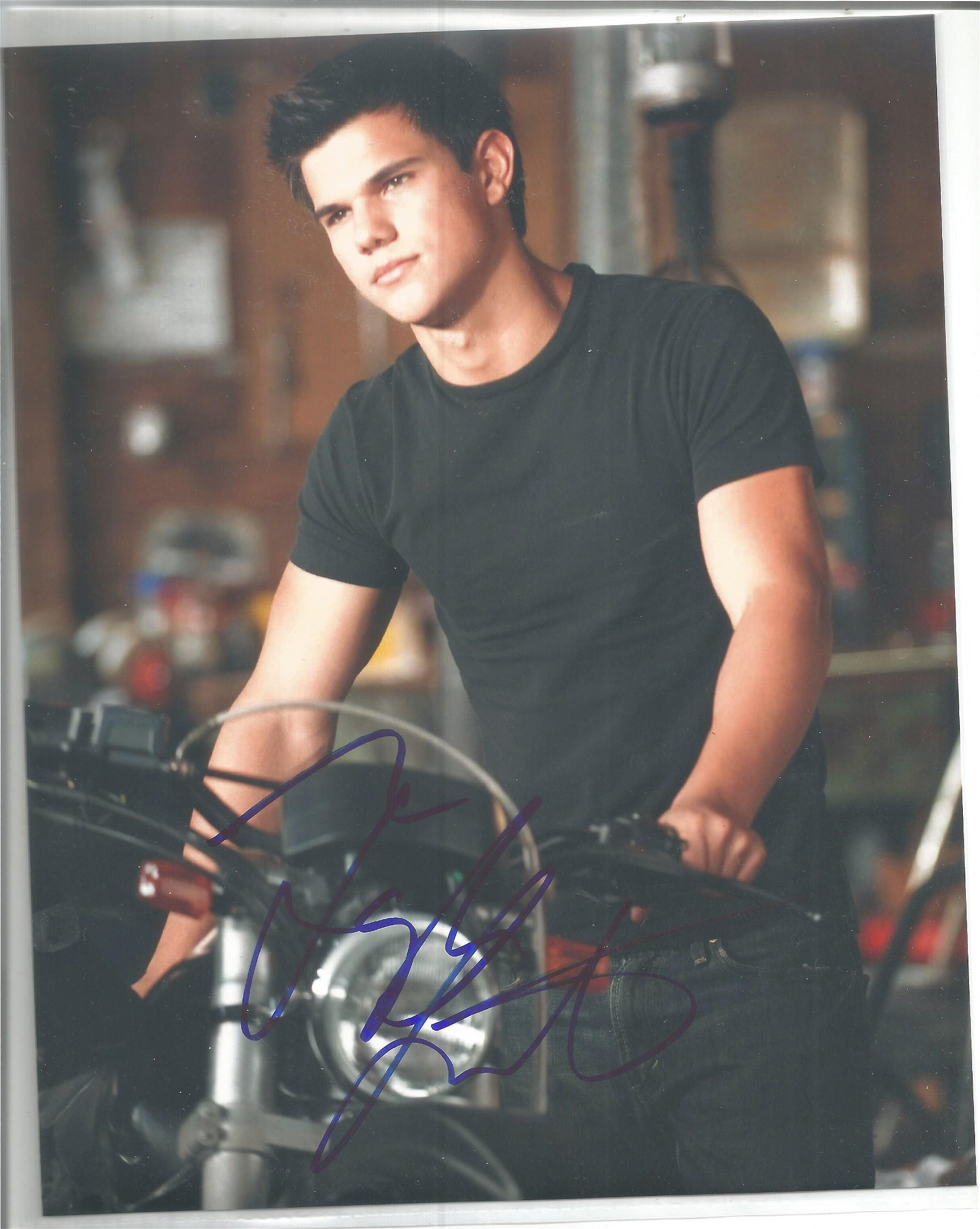 Taylor Lautner signed 10x8 colour photo. Good