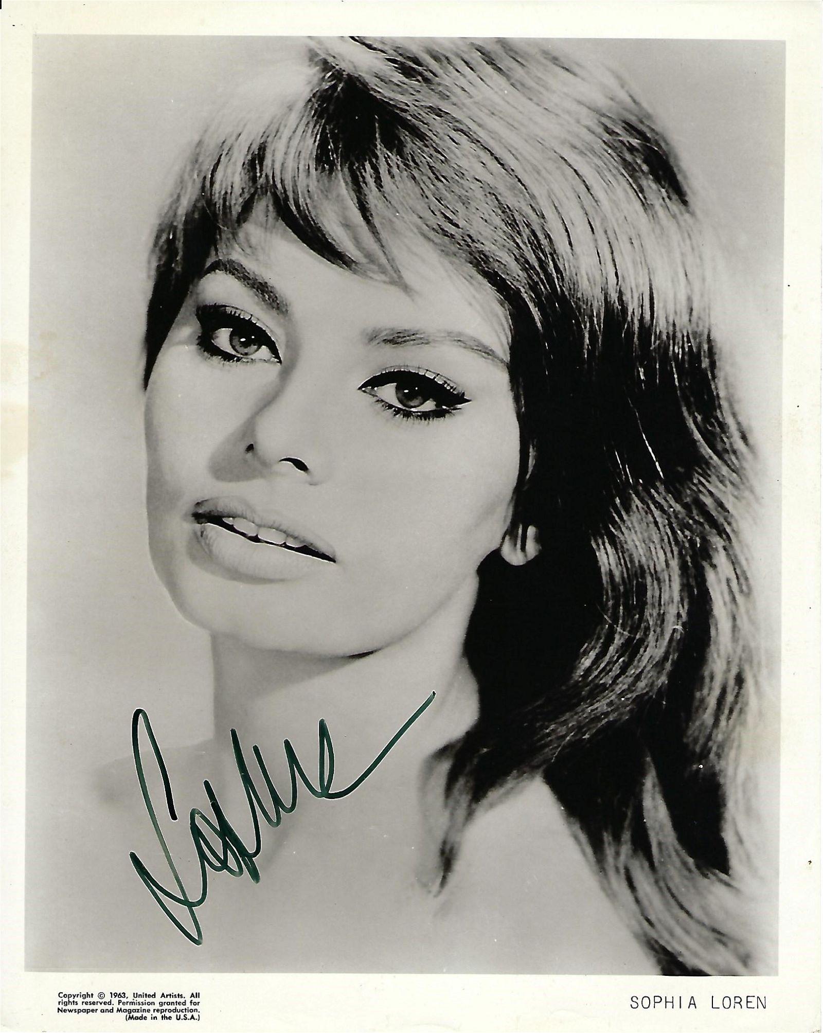 Sophia Loren Signed 10 x 8 inch b/w photo. Condition