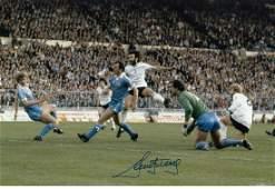 RICKY VILLA football autographed 12 x 8 photo, a superb