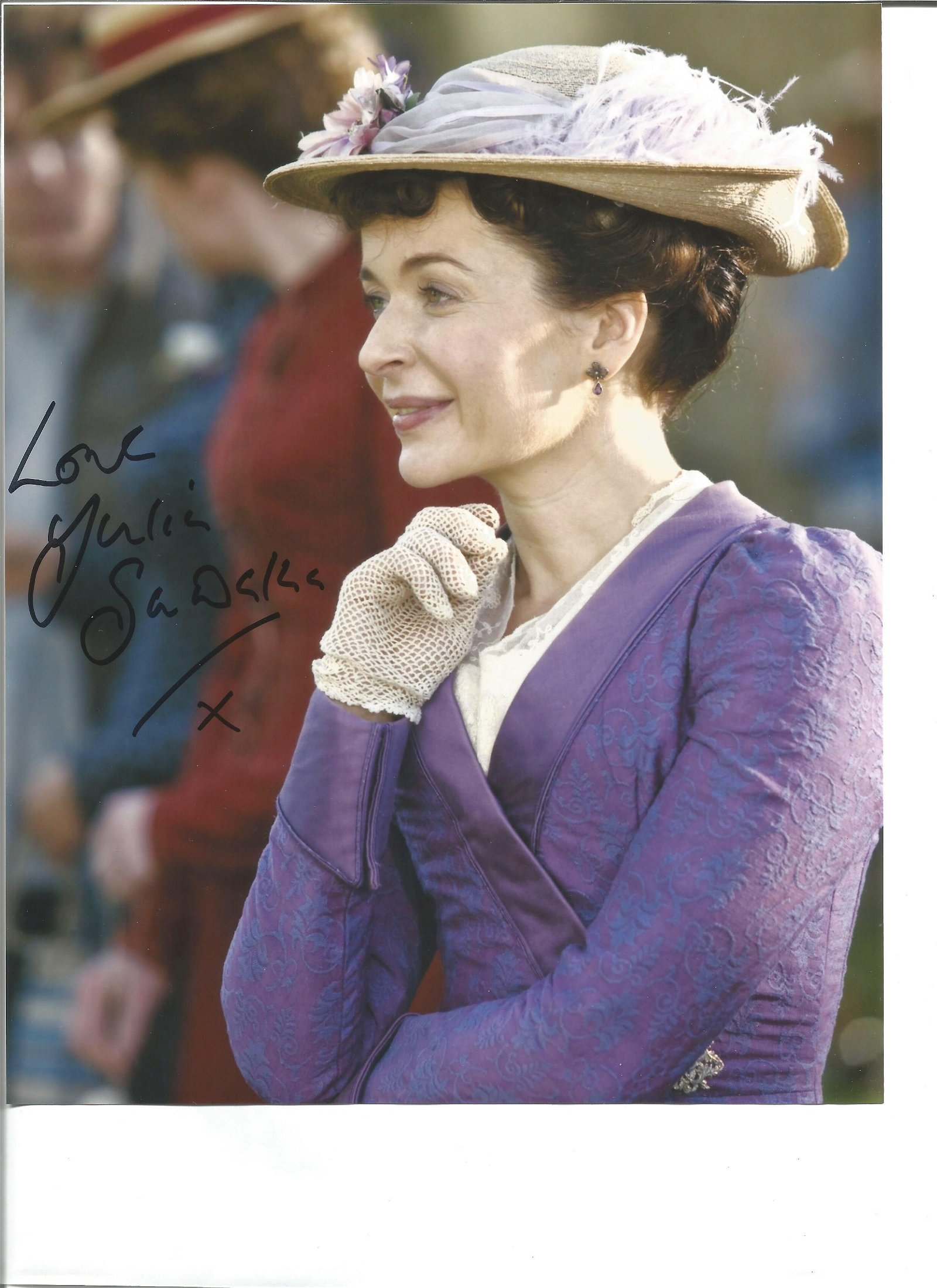 Julia Sawalha signed 10x8 colour photo pictured in her