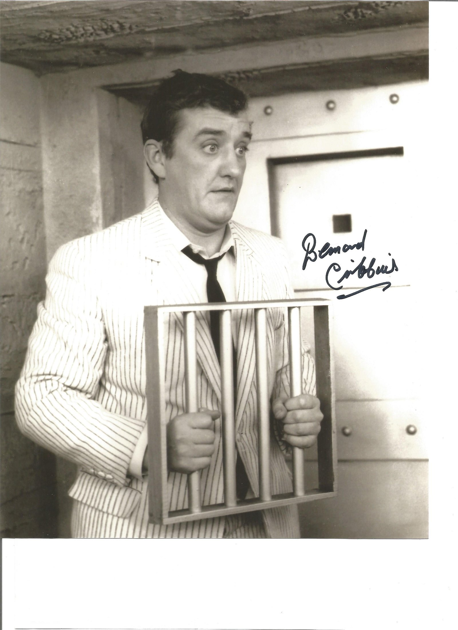 Bernard Cribbins 10x8 signed black and white photo