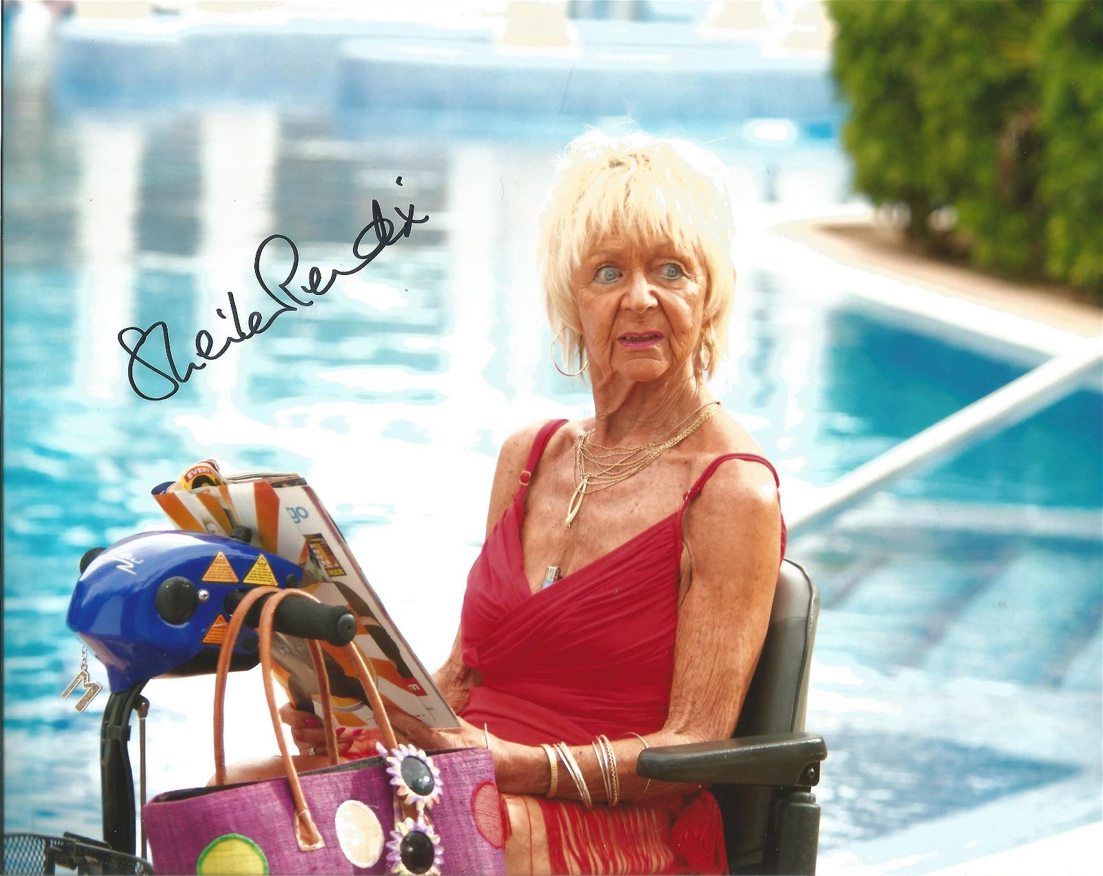 Sheila Reid- 8x10 signed colour photograph- British