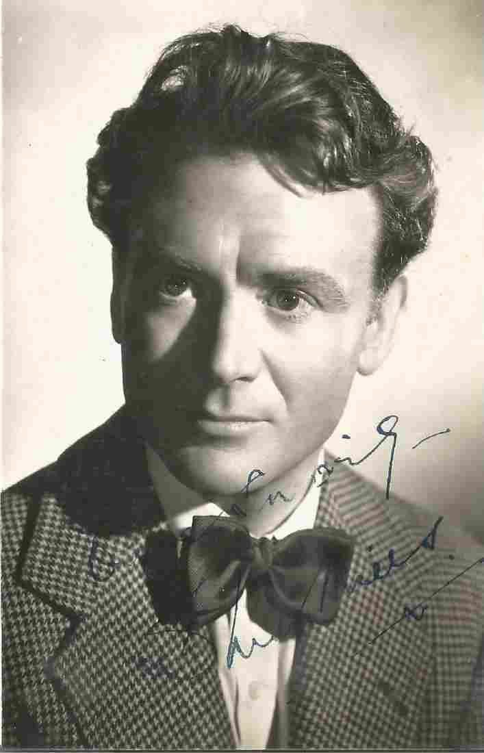 John Mills (1926-2017) Actor Signed Vintage Photo. Good