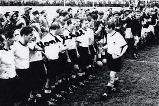 Autographed West Germany 6 X 4 Photo - Horst Eckel :