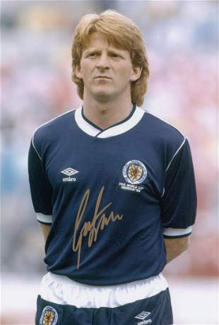 Autographed Scotland 12 X 8 Photo - Gordon Strachan :