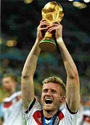 Football Andre Schurrle signed 16x12 colour photo