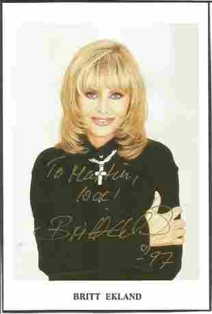 James Bond Girl Britt Ekland signed 6x4 colour photo.