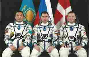 Space Soyuz TMA-18m crew signed 6 x 4 inch colour crew