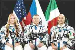Space Soyuz TMA-09m crew signed 6 x 4 inch colour crew