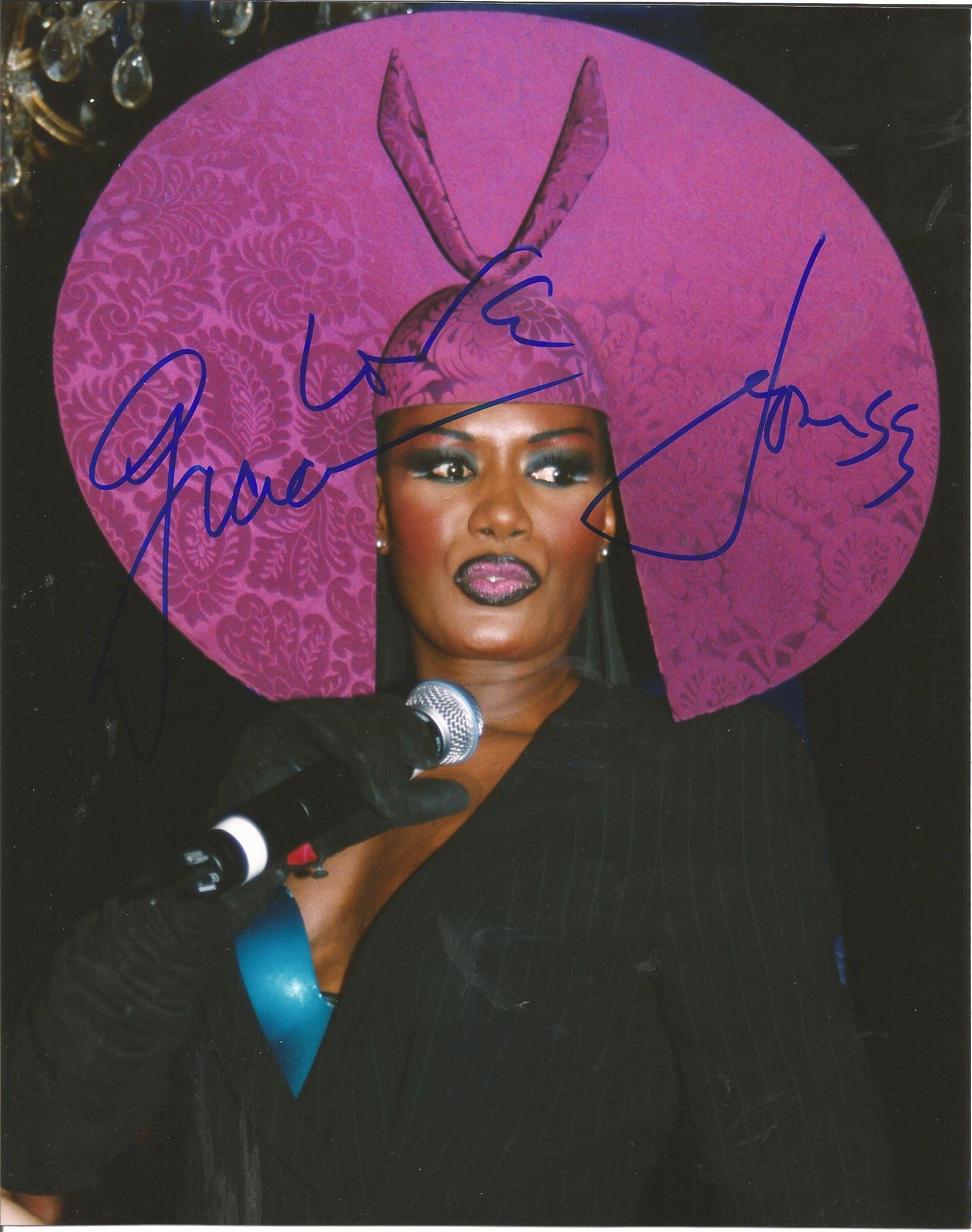 Grace Jones signed 10x8 colour photo. Grace Beverly