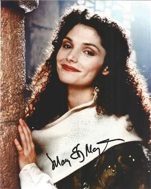 Mary Elizabeth Mastrantonio signed colour photo 10 x 8.