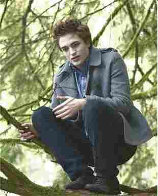 Robert Pattinson signed 10x8 colour photograph taken