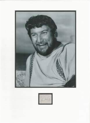 Peter Ustinov. autograph display. Comprises signed