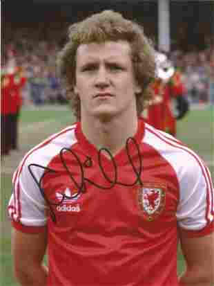 Football Autographed Wales 8 X 6 Photos Col, Depicting