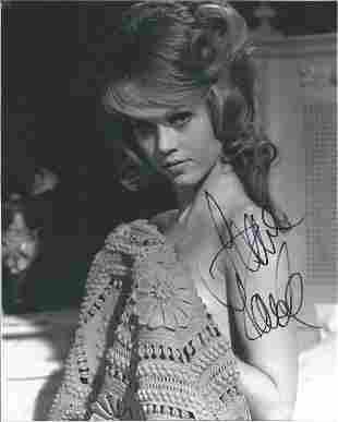 Jane Fonda signed 10x8 black and white photo. Good
