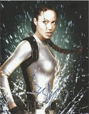 Angelina Jolie signed 10x8 colour photo pictured in her