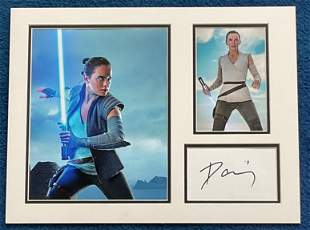 Daisy Ridley 16x12 mounted signature piece includes