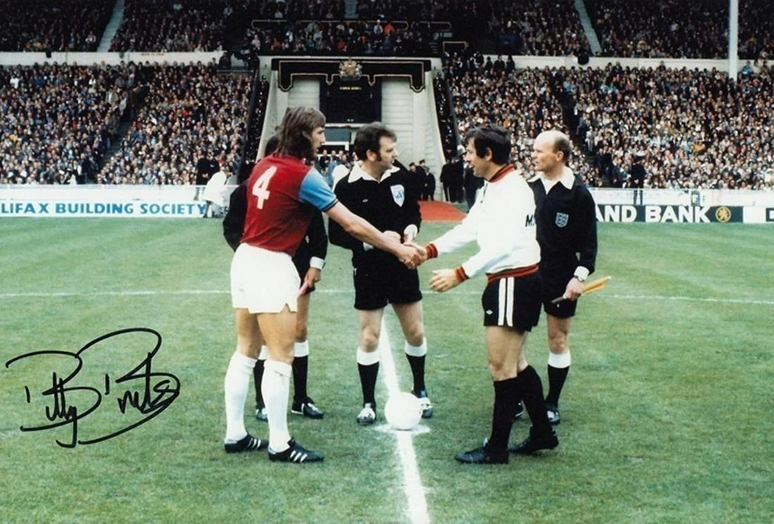 Football BILLY BONDS 12 x 8 photo - Col, depicting the