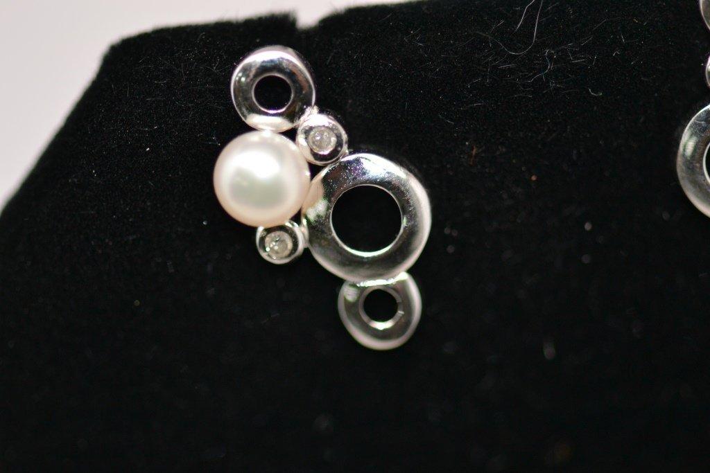 15: Woman's Earrings