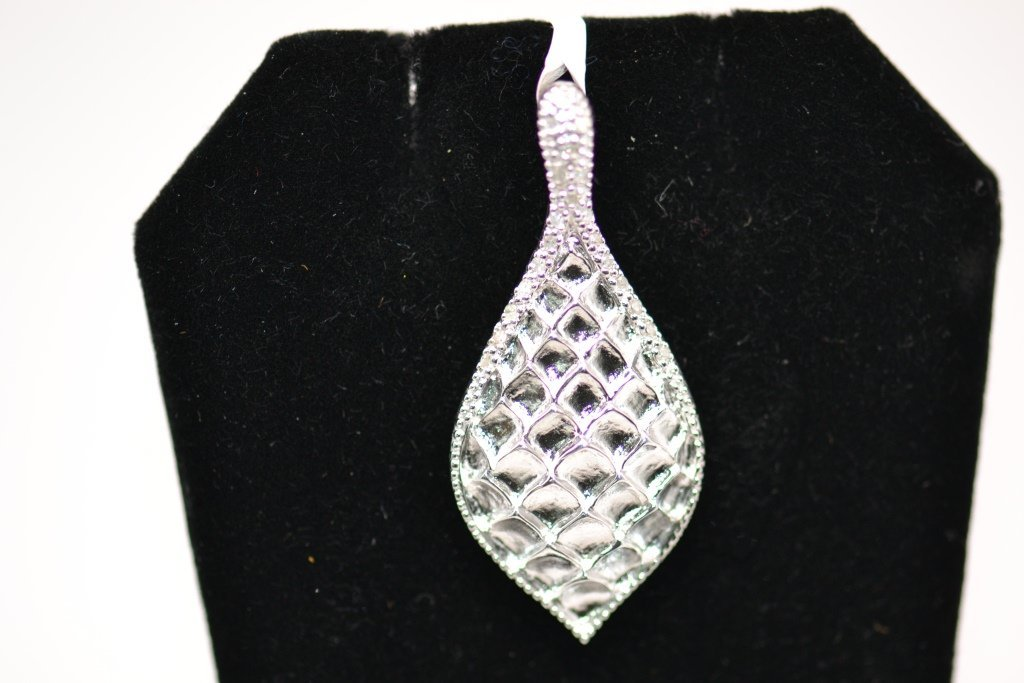 17: Woman's Pendant