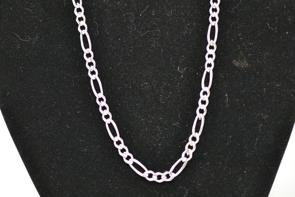 24: 10K Wht Gold Necklace