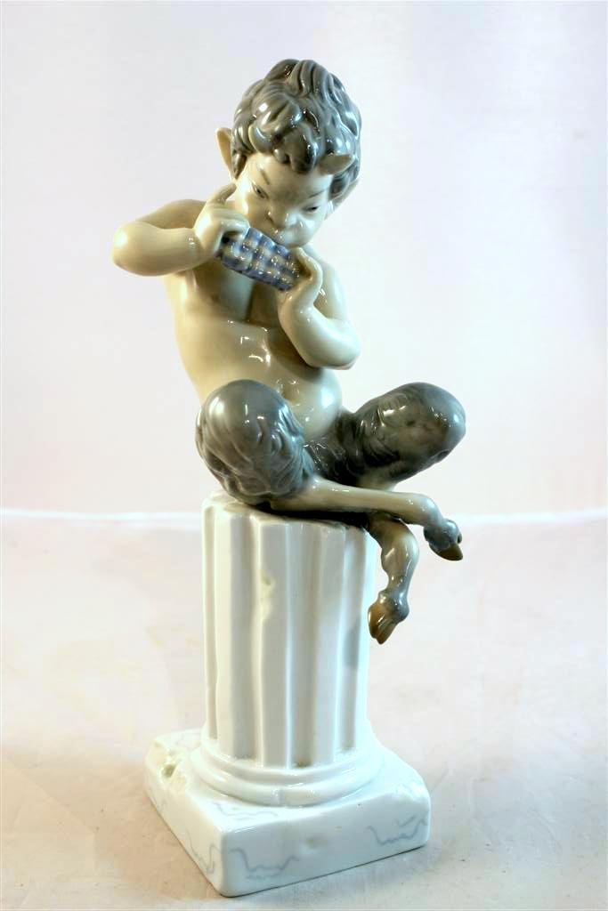 33: Lladro #1007 Retired 1960s Satyr Playing Pan Flute