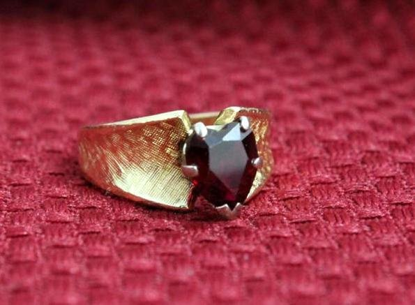 14K Yellow Gold Ring with heart shaped Ruby colored sto