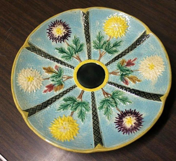 Wedgwood Chrysanthemum Majolica Footed Cake Plate