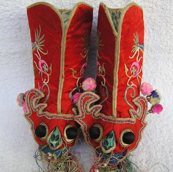 19: An Antique Chinese Silk Shoes